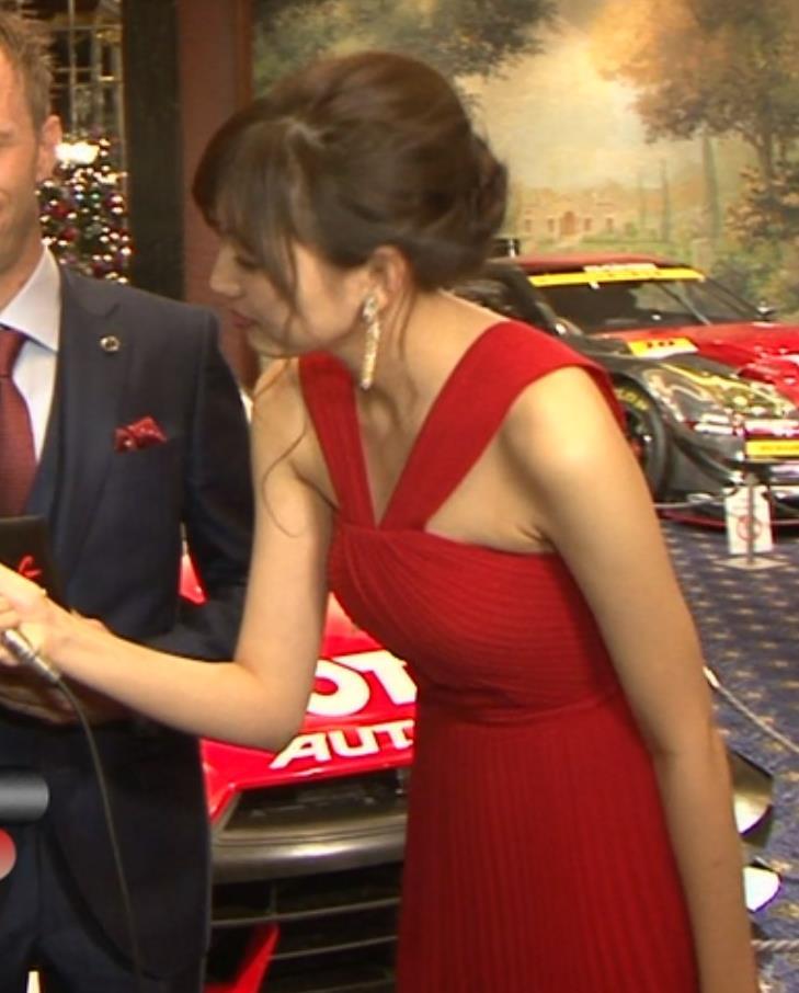 岩崎名美 過激なドレスでワキ肉?おっぱい?こぼれるキャプ画像(エロ・アイコラ画像)