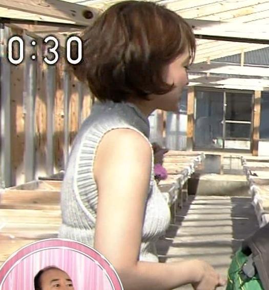 岡本玲 巨乳のニット横乳がすごいキャプ画像(エロ・アイコラ画像)