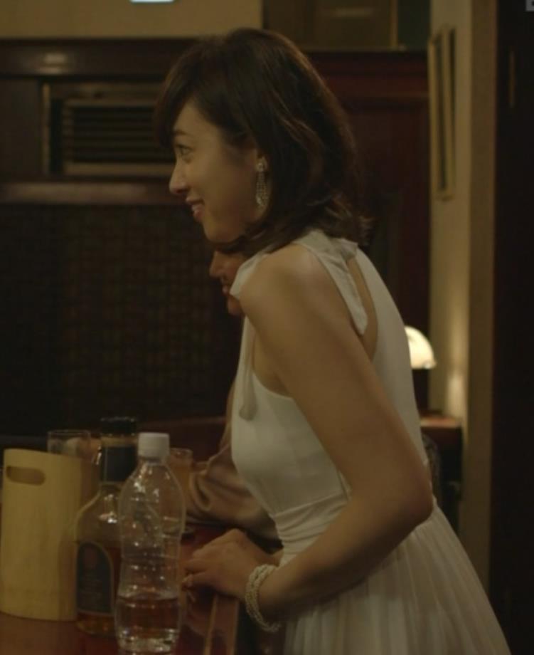 黛英里佳 キャバ嬢ドレスの横乳キャプ画像(エロ・アイコラ画像)