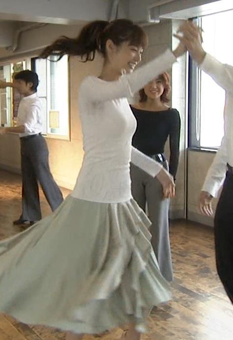 新川優愛 ダンス衣装でキャミ透け・胸のふくらみエロキャプ画像(エロ・アイコラ画像)