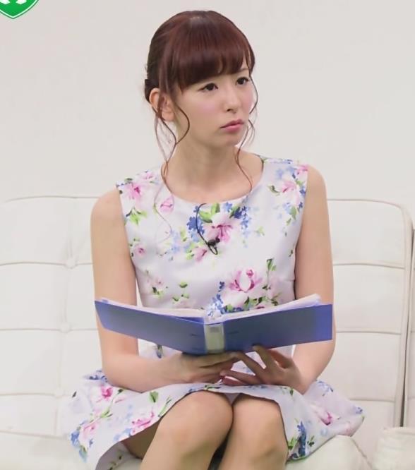 皆藤愛子 スカートの中の太ももが見えてる!キャプ画像(エロ・アイコラ画像)