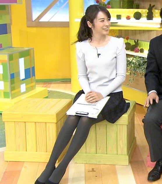 皆川玲奈 ミニスカ黒ストッキング