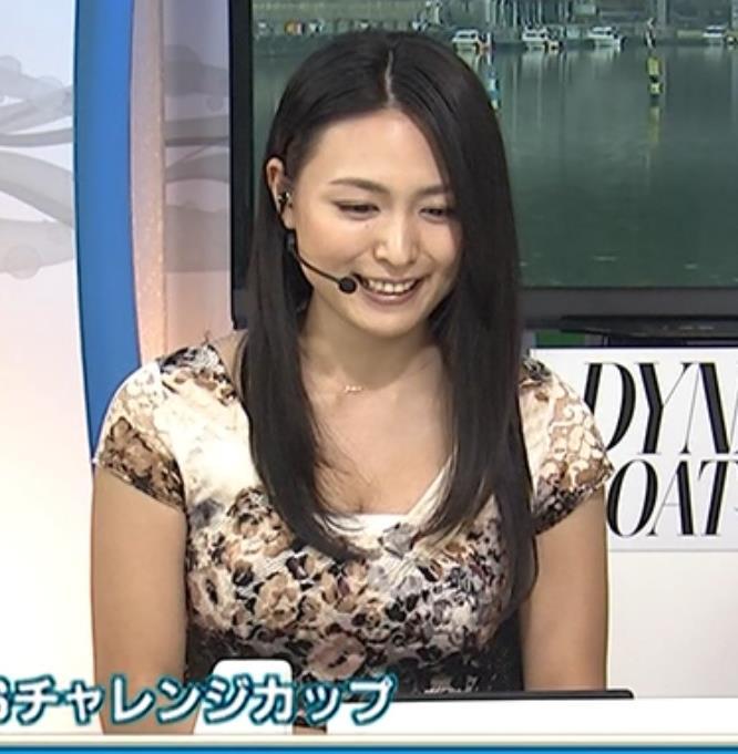 川村ゆきえ 競艇番組で谷間チラサービスキャプ画像(エロ・アイコラ画像)