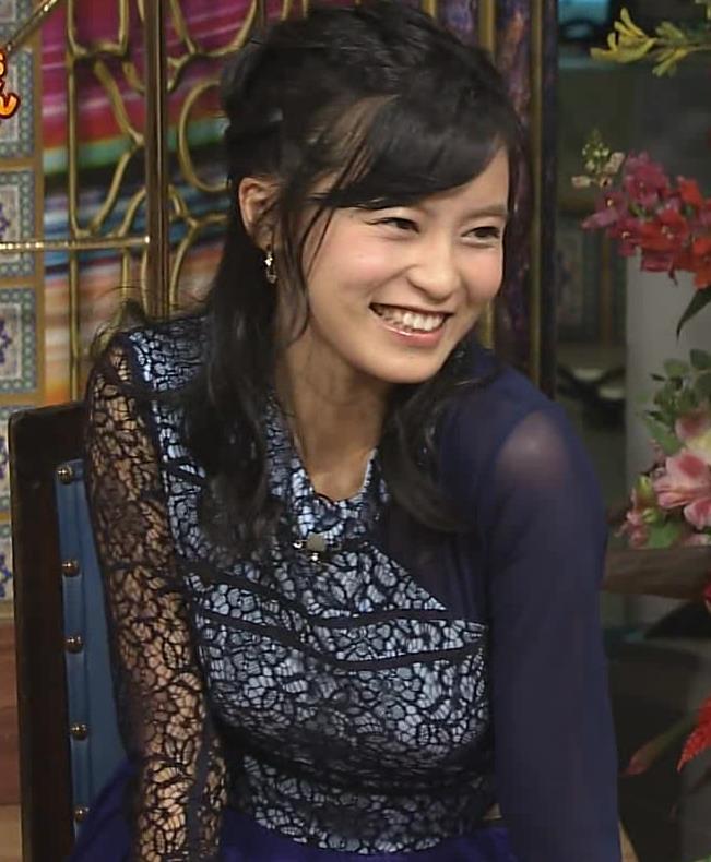 小島瑠璃子 腕でおっぱいを寄せているところキャプ画像(エロ・アイコラ画像)