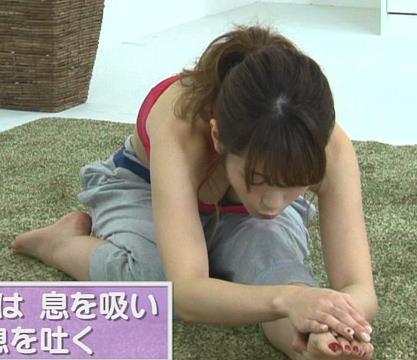 舟山久美子 くみっきー、胸の谷間を大サービスしてますキャプ画像(エロ・アイコラ画像)