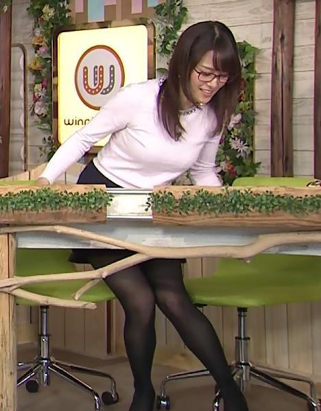 鷲見玲奈 黒ストッキング&ミニスカのデルタゾーン&巨乳キャプ画像(エロ・アイコラ画像)