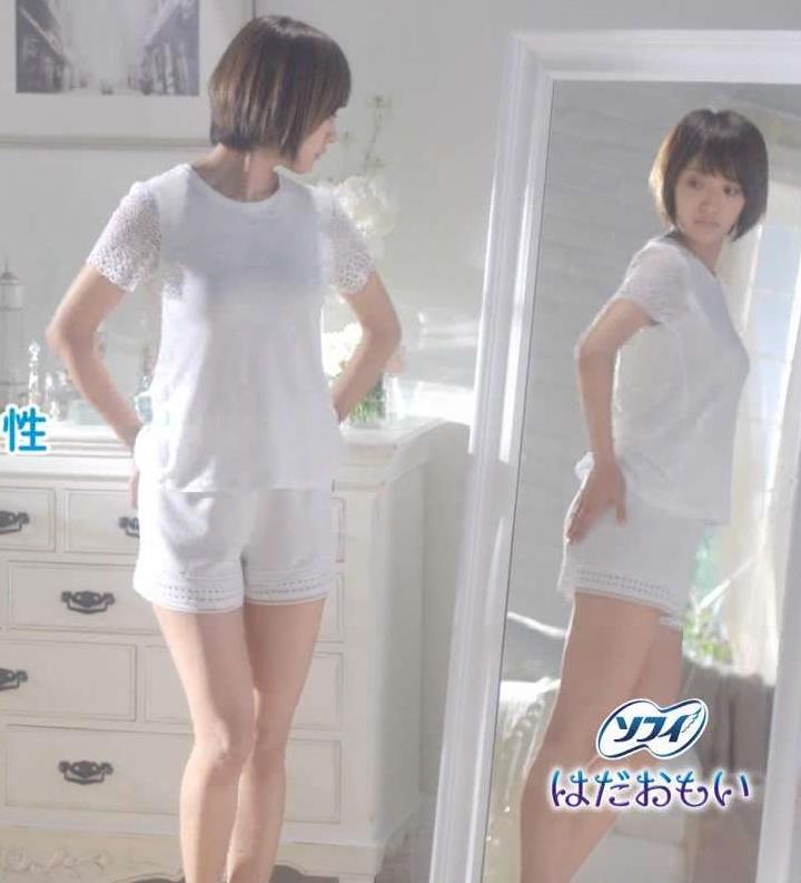 夏菜 Tシャツ生足キャプ画像(エロ・アイコラ画像)