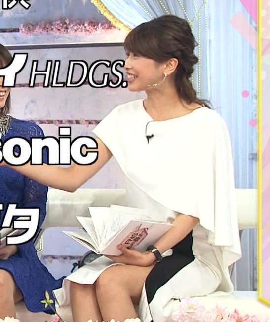 加藤綾子 「FNSうたの春まつり」で過激なスカートのスリットから太もも見えすぎ