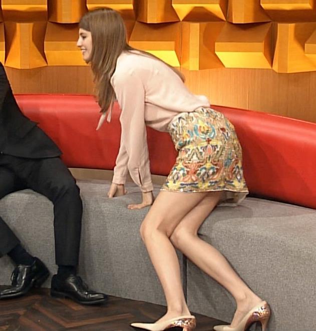 マギー ミニスカ美脚キャプ画像(エロ・アイコラ画像)