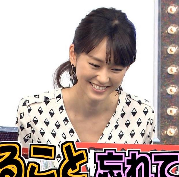 桐谷美玲 少し胸元が開いた衣装キャプ画像(エロ・アイコラ画像)