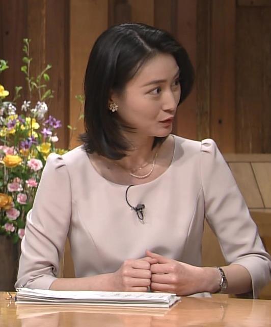 小川彩佳 横乳画像7