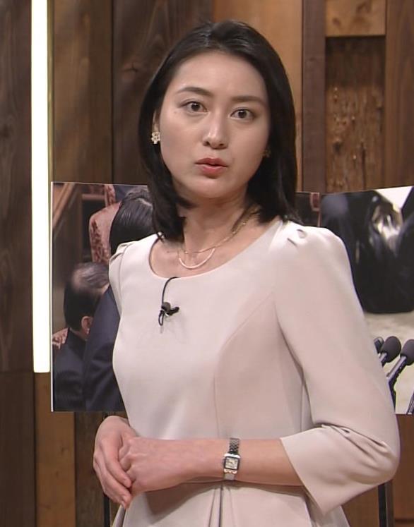 小川彩佳 横乳画像2