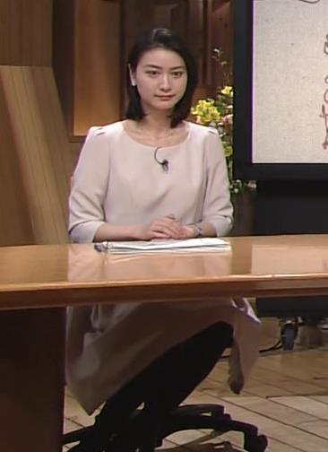 小川彩佳 横乳画像8