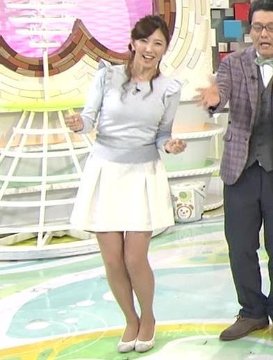 小澤陽子 おっぱい強調服&ミニスカ太もも
