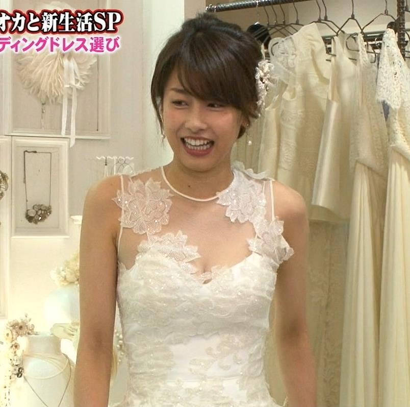加藤綾子 谷間も見えたセクシーウェディングドレス