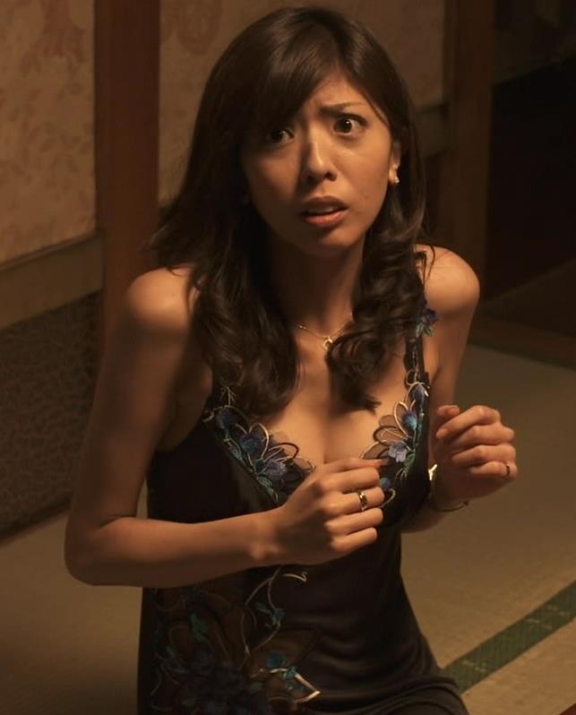 宮地真緒 ドラマで生乳揉まれているキャプ画像(エロ・アイコラ画像)