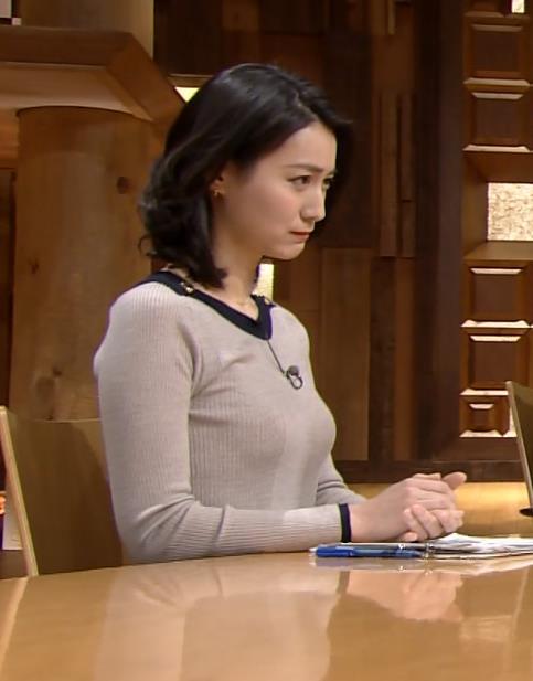 小川彩佳 おっぱいがすごいことになってるキャプ画像(エロ・アイコラ画像)