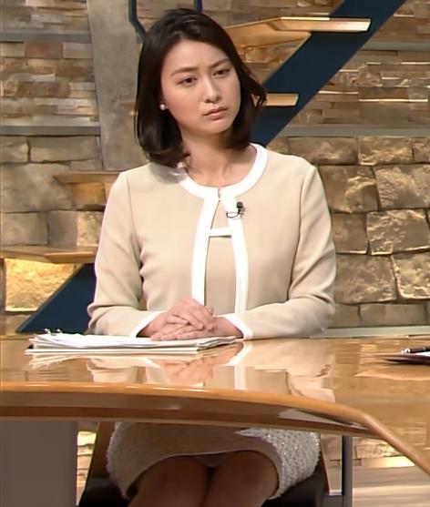 小川彩佳 報道ステーションの新セットはパンチラしやすそうキャプ画像(エロ・アイコラ画像)