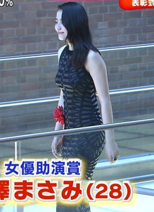 長澤まさみ ボディいラインがまるわかりのエロいタイトドレスキャプ画像(エロ・アイコラ画像)