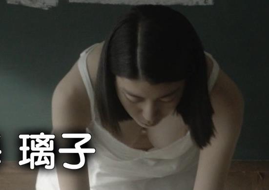 成海璃子 Eカップぐらいありそうな胸の谷間キャプ画像(エロ・アイコラ画像)