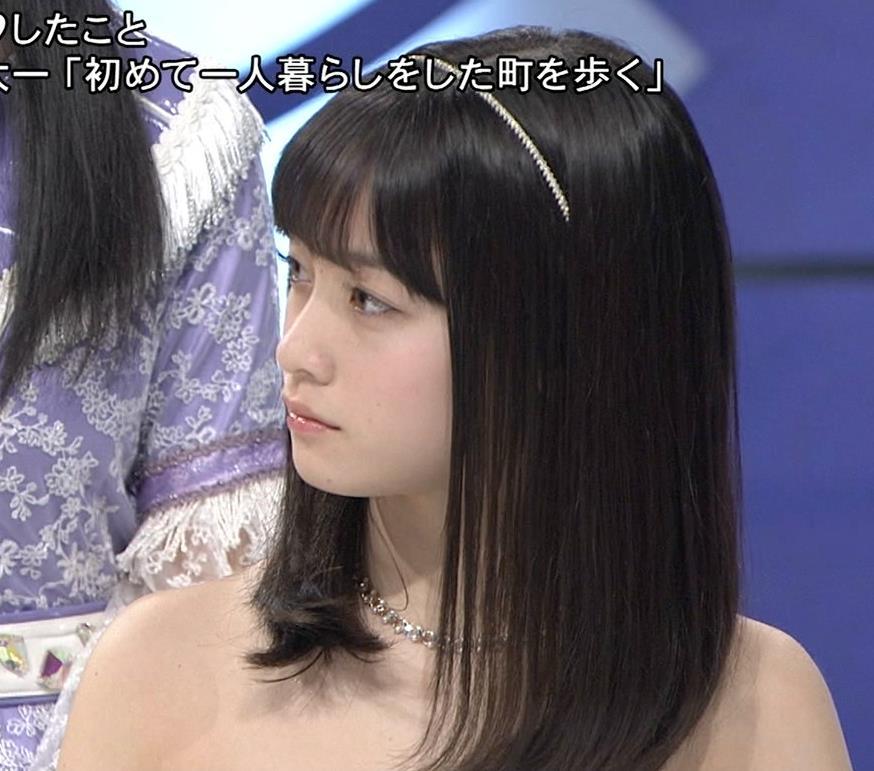 橋本環奈 露出度高めのチューブトップのドレスキャプ画像(エロ・アイコラ画像)