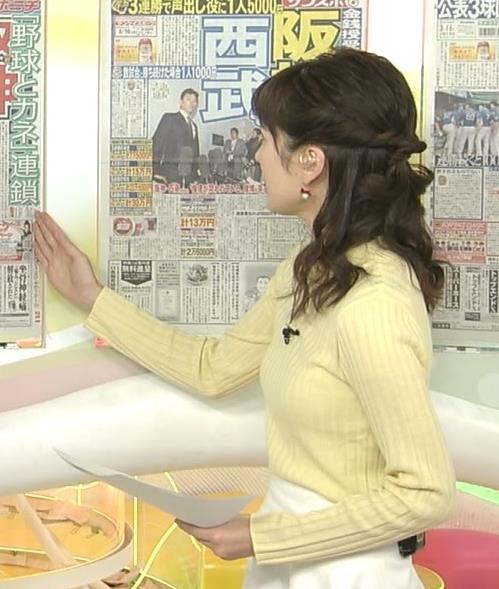 高見侑里 黄色いニットのちっぱい横乳キャプ画像(エロ・アイコラ画像)