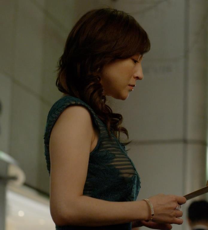 広末涼子 ドラマでのドレスの横乳がでかいキャプ画像(エロ・アイコラ画像)