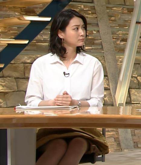 小川彩佳 机の下のミニスカのデルタゾーン (20160510)キャプ画像(エロ・アイコラ画像)