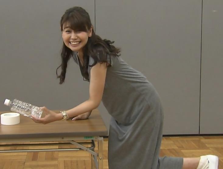 山中章子 胸チラ画像4