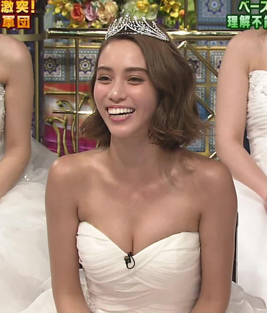 滝沢カレン おっぱいを見せてるウェディングドレス姿キャプ画像(エロ・アイコラ画像)
