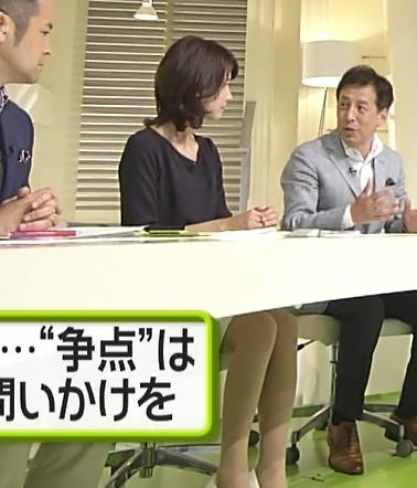 小正裕佳子 机の下のミニスカートキャプ画像(エロ・アイコラ画像)