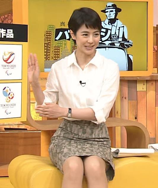 夏目三久 スカートの裾から中がチラリキャプ画像(エロ・アイコラ画像)