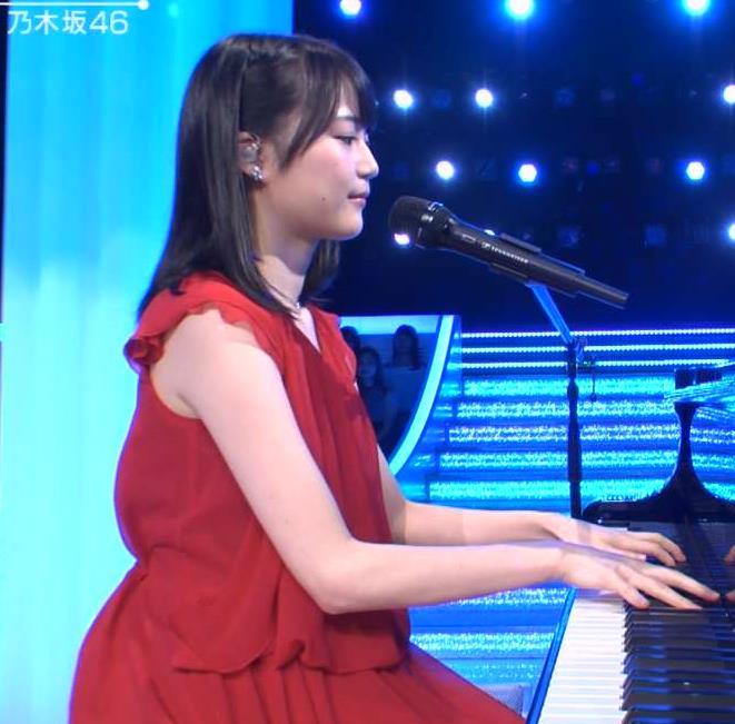 生田絵梨花 ノースリーブで肌を出してピアノを弾いていたキャプ画像(エロ・アイコラ画像)