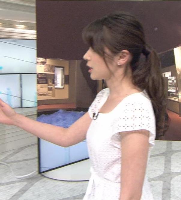 皆川玲奈 横乳キャプ画像(エロ・アイコラ画像)