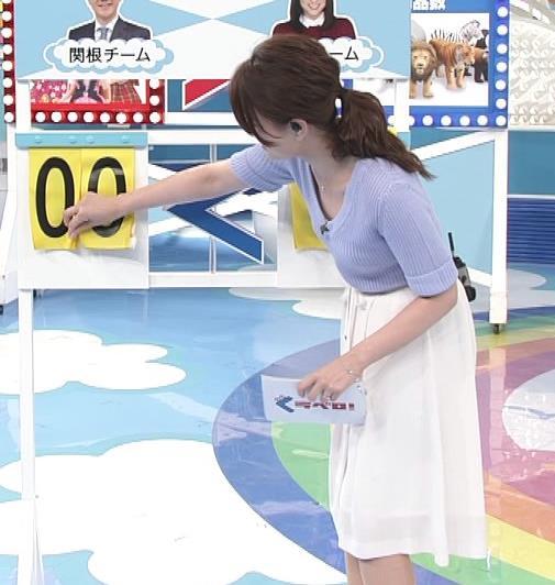 小熊美香 Vネックで胸元が緩いサマーセーターキャプ画像(エロ・アイコラ画像)
