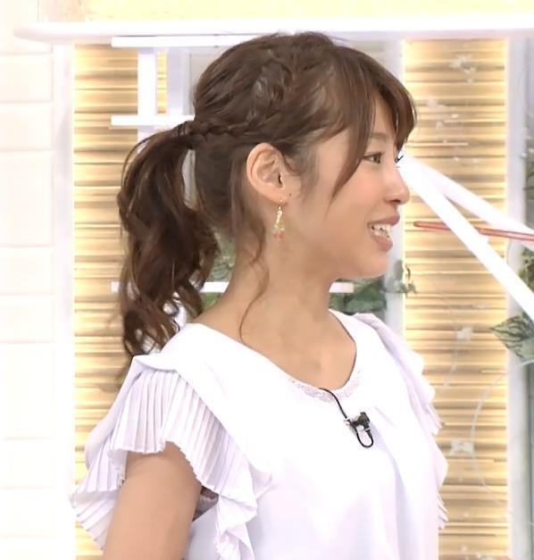 岡副麻希 ワキからインナーちらりキャプ画像(エロ・アイコラ画像)
