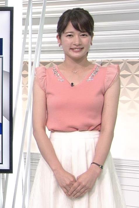 宇内梨沙 薄ピンクの服が肌色みたいでエロいキャプ画像(エロ・アイコラ画像)