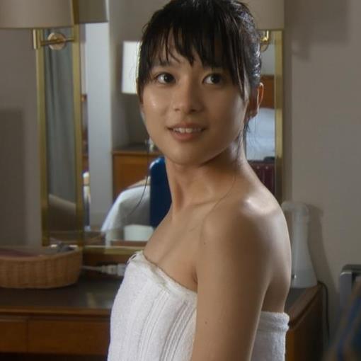 芳根京子 湯上りバスタオル巻き姿キャプ画像(エロ・アイコラ画像)