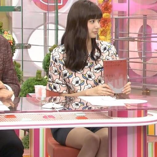 新川優愛 短パン美脚生足キャプ画像(エロ・アイコラ画像)