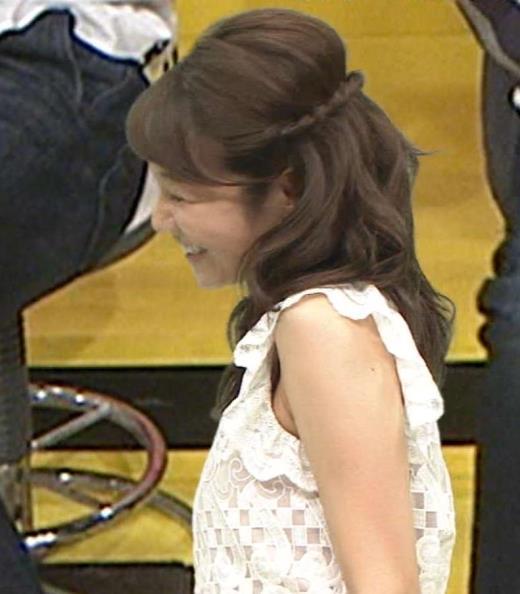 長野美郷 ワキ肉チラリ&ミニスカ美脚デルタゾーンキャプ画像(エロ・アイコラ画像)
