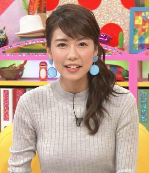 青山愛 「怒り新党」のニットおっぱいが良かったキャプ画像(エロ・アイコラ画像)