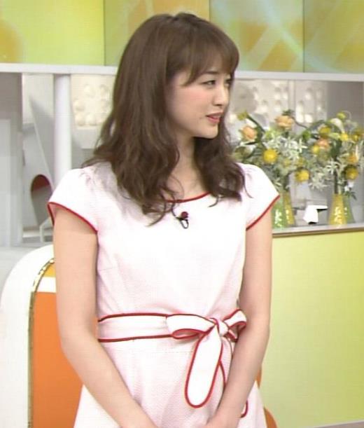 新井恵理那 薄いピンクのワンピースキャプ画像(エロ・アイコラ画像)