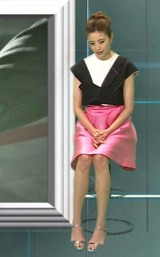 片瀬那奈 ピンクのミニスカ美脚キャプ画像(エロ・アイコラ画像)