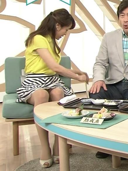 片山千恵子 ミニスカで脚を開きぎみ。パンチラしてそうキャプ画像(エロ・アイコラ画像)