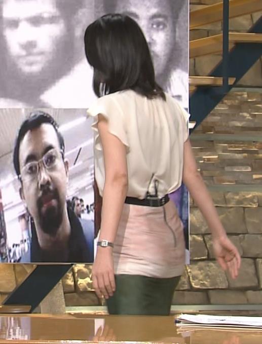 小川彩佳 すごく短いスカートに見えてしまうキャプ画像(エロ・アイコラ画像)