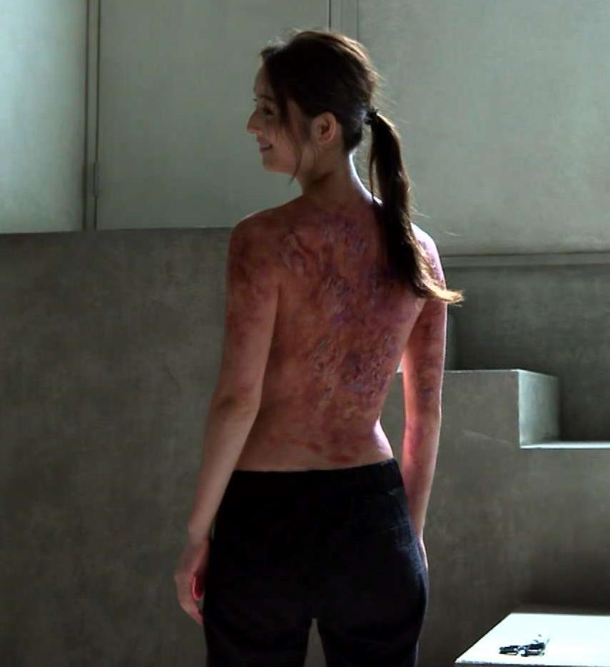佐々木希 ドラマで上半身・裸。お尻が意外とでかい?キャプ画像(エロ・アイコラ画像)