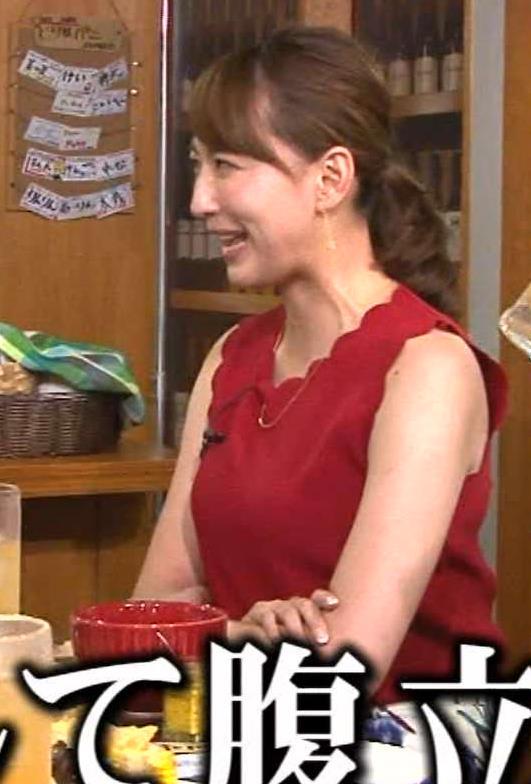 小椋久美子 巨乳ノースリーブ横乳キャプ画像(エロ・アイコラ画像)