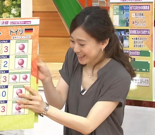 江藤愛 色白のきれいな胸元キャプ画像(エロ・アイコラ画像)