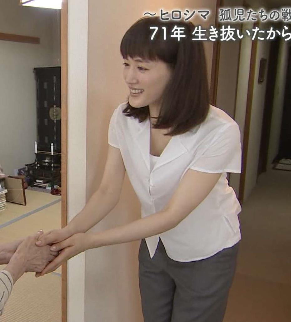 綾瀬はるか 少し胸元緩めキャプ画像(エロ・アイコラ画像)