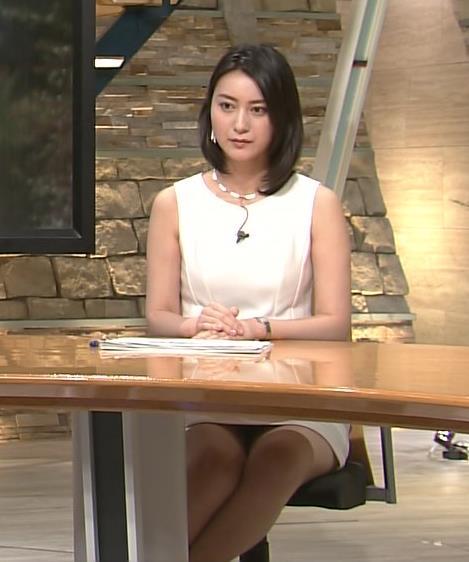 小川彩佳 座るには短すぎるミニスカートキャプ画像(エロ・アイコラ画像)